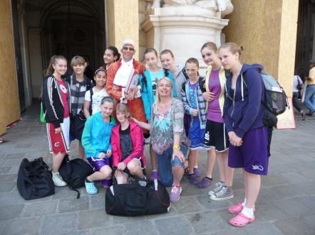 Mannschaft und Trainerinnen der U13 beim Internationalen Turnier in Wien